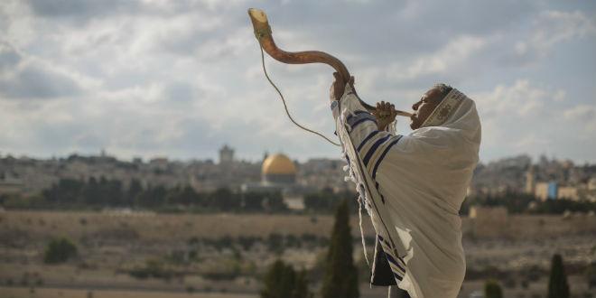 shofar-temple-mount-rosh-hashana-tallit-prayer-jerusalem